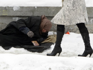 homeless-snow-woman-walking-reuters